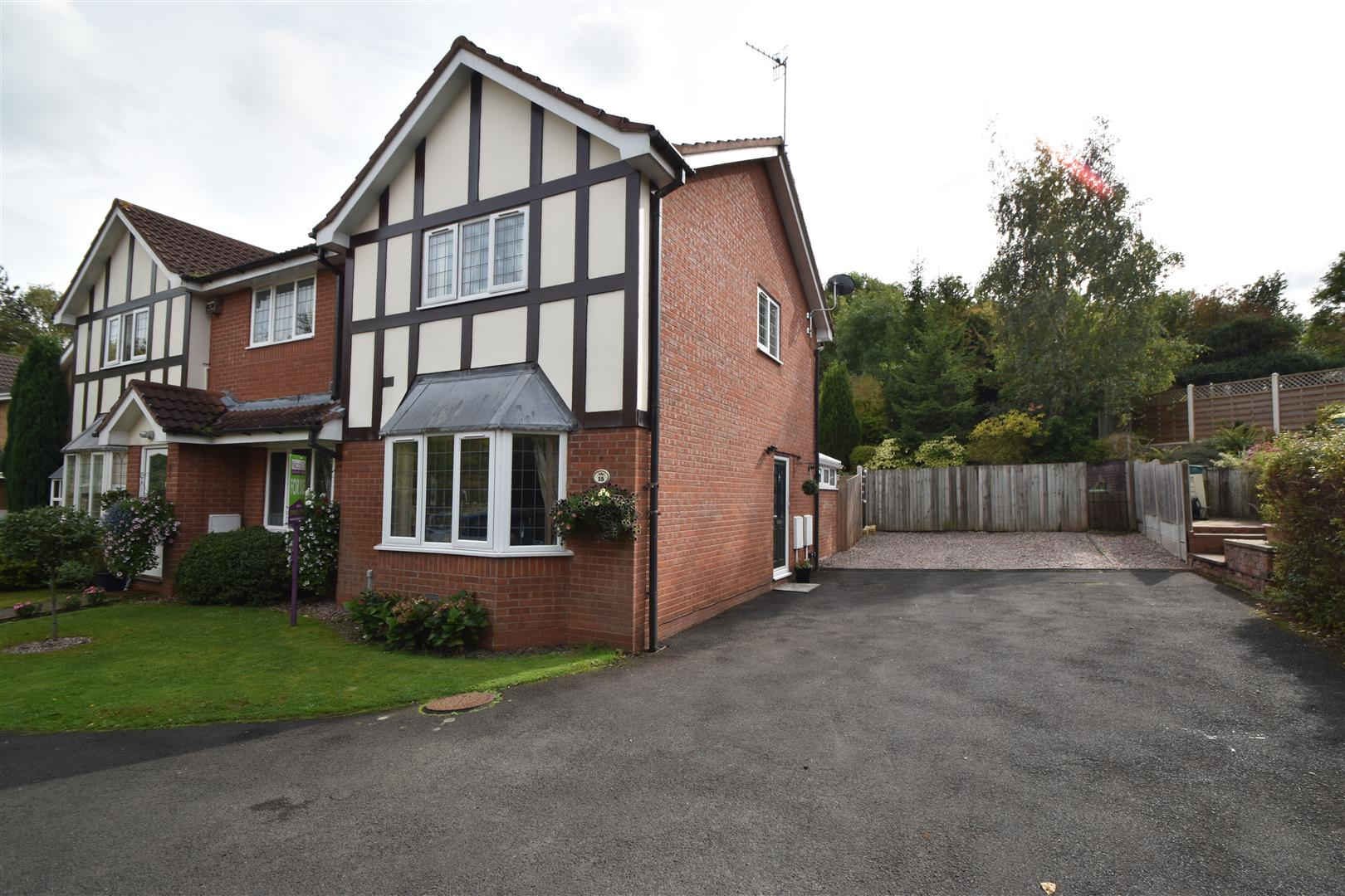 2 Bedrooms End Of Terrace House for sale in Tagwell Close, Droitwich